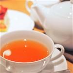 お茶とお菓子まやんち - ポットで提供されます