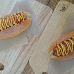 手作りハムとパンの店 こぶたのしっぽ - ホットドック