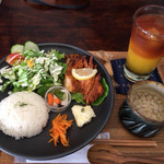 tou カフェ&ギャラリー - 料理写真:タンドリーチキンのセット