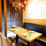 海鮮・かき・沖縄料理 わ - 1Fテーブル席。