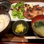 魚酒場ピン - 日替り:豚肉の西京焼き定食