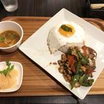 Thai Food Lounge DEE  - ガパオライススペシャル