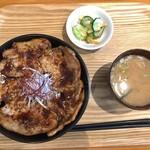 syokudo ぱくり亭 - ぶた丼(肉5枚)800円
