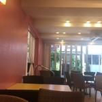 サクラカフェ - ピンクの壁…