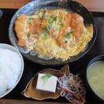中津からあげ もり山 - 【メガチキンカツとじ定食 890円】