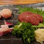 マルタケ鶏店 - 造り(左から、心臓 、つくね、えんがわ、肝)