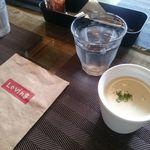 ラヴィング カフェ - カレーについてるスープ