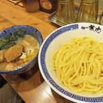 兼虎 - 濃厚つけ麺880円。 豚骨・鷄ガラ・野菜・魚介類を煮出したドロドロの濃厚スープです。