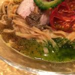 饗 くろ喜 - 煮干しマー油、バジルオイル