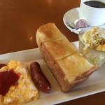 Tomato Ketchup. - 料理写真:ホットコーヒー400円とスクランブルエッグのモーニング