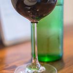 71652502 - 高脚杯(グラス)に葡萄酒(さけ)