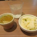 71654620 - ランチスープとサラダ