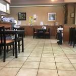 淀ヤ食堂 - 広い店内