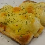 高松一敷居の低いソムリエのお店 ガブマル食堂 - アンチョビとポテトのミニピザ