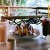 ログ - 料理写真:ふたりでシェアできる大きさのDXシフォンケーキ。カスタードアイスとホイップクリームがたっぷり乗っています。