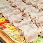 宮崎料理 万作 - 霧島黒豚の蒸籠蒸し