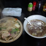 キッチンあべ - 中華丼(大盛・スープ付き)