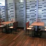 レストラン ベレール - 店内(喫煙席)