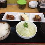 71678484 - 左から柚子胡椒味の唐揚げ、鳥南蛮、油淋鶏の3点セット