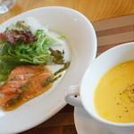 里山きさら - 3000円メイン付きフルコース スープとスモークサーモン