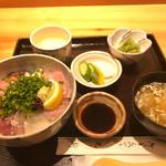 71687885 - 海鮮丼 のランチ 1280円