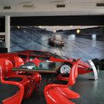 De PLUS CAFE - テーブル越しに見えるP2