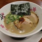 麺屋 桜息吹 - 豚骨ラーメン(700円、斜め上から)