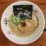 麺屋 桜息吹 - 豚骨ラーメン(700円、真上から)