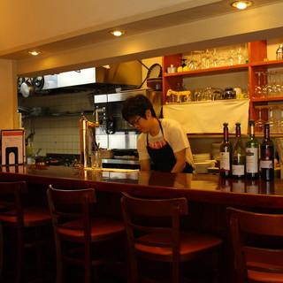【カウンター席】オープンキッチンで臨場感のあるカウンター関!