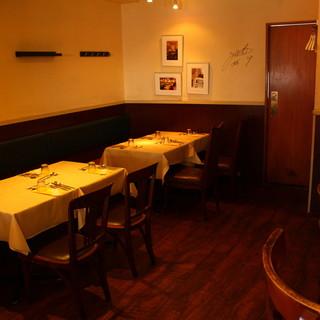 【テーブル席】女子会&プチ宴会に最適★あたたかみのある照明と居心地の良い空間◎