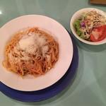 オステリア ジラソーレ - フレッシュトマト、バジリコ、パルミジャーノのチーズのスパゲティ。大盛りセット1,000円