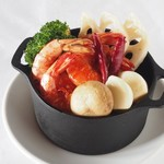 海老とマッシュルームと根菜のアヒージョ