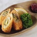鶏ささみの紫蘇チーズ巻きフライ 梅肉ソース