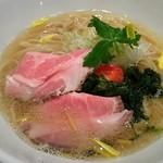 うまい麺には福来たる - 角度を変えて  うまい鯛塩らー麺