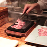 Kankokuanjupontochourinanha - お肉は鉄板で焼いてくれます
