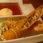 ちゅら海の台所 花花 - エビと大葉のチーズ春巻き(210円)