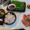 清香園 - 料理写真:「カルビランチ」(1,200円+税)。スタンダードなメニューでもなかなか豪華です。