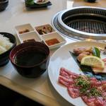 清香園 - 「レディースランチ」(1,200円+税)。牛・豚・鶏・それぞれ楽しめます。