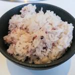 清香園 - ご飯は十穀米か白米。選べます。