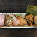 麺処 ほん田 niji - 料理写真:チャーシュー、味玉、穂先メンマ、海苔