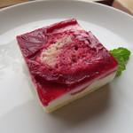 ハチカフェ - パティスリー・フルールのスペシャルケーキ