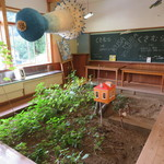 ハチカフェ - 学校