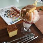 サンチェ - 桃とイチヂクのパフェ