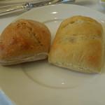 マンジャーレ ウォーターエッジ - パン2種