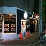 幻の中華そば加藤屋 大阪にぼ次朗 - ちょっと地味めの落ち着いたファサード