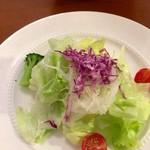 アンジェロ開成 - フレンチドレッシングのサラダ