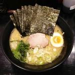 71718360 - ラーメン690円麺硬め。海苔増し80円。