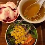 広来飯店 - セットのサラダ,スープ,デザート