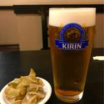広来飯店 - 友人の生ビールとおつまみの搾菜