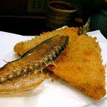 蓑笠庵 - 鰺フライと骨煎餅
